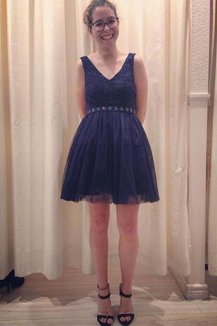 Navy blue tulle deep V neck short bridesmaid dress,knee length evening dresses,beaded sashes formal party dress,A line cocktail dress,short homecoming dresses,graduation dress